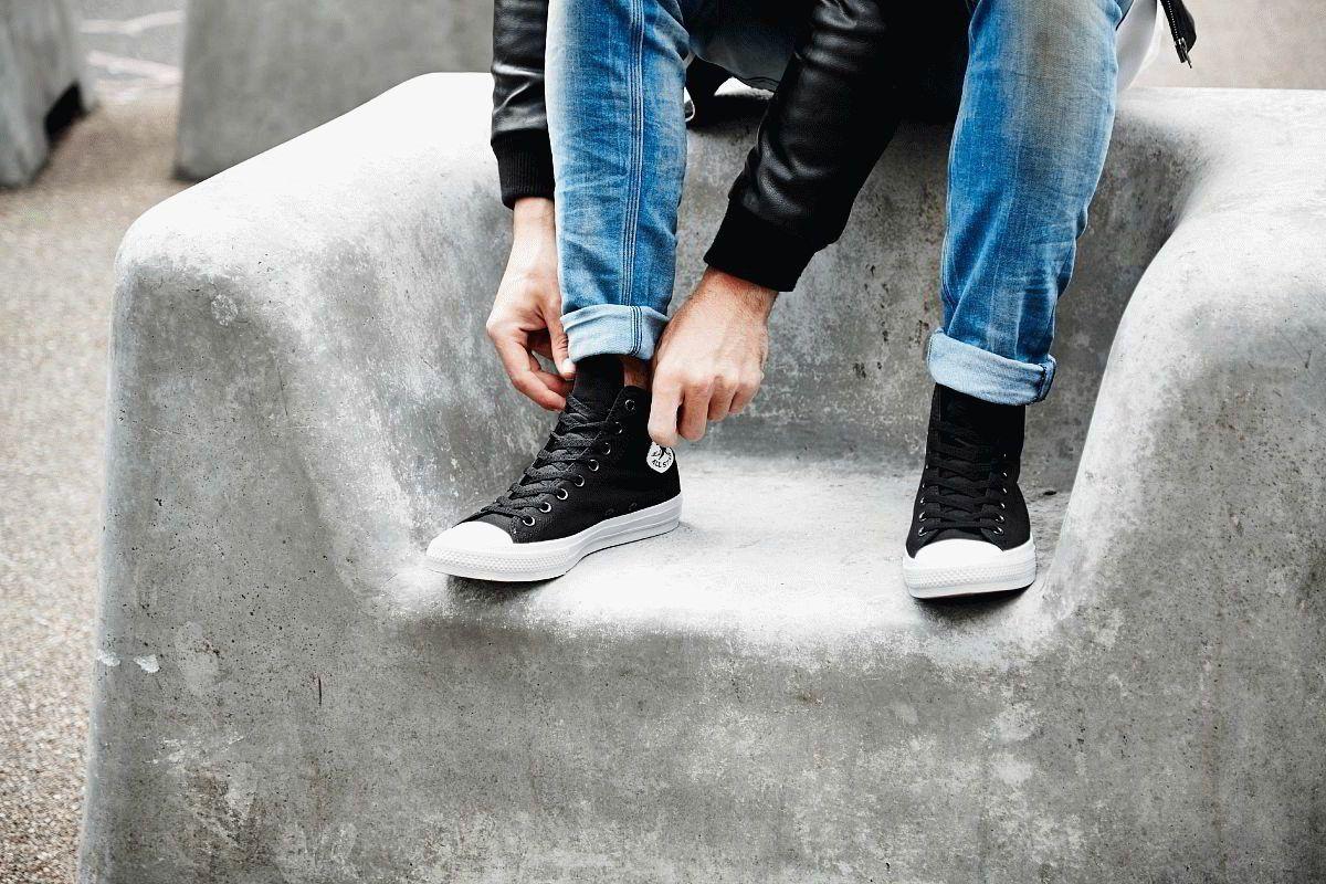 Кеды можно надеть с чем захочется, ограничений нет. Нога в них не выглядит  огромной, а сам дизайн хорошо узнаётся. Converse Chuck Taylor All Star II  почти ... c068ffb3549