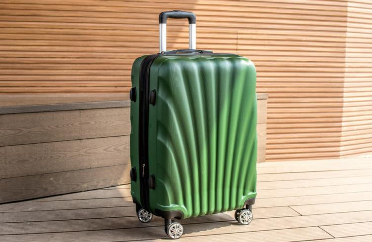 ce21a708c15c Рейтинг лучших чемоданов на колесах для путешествий в 2019 году