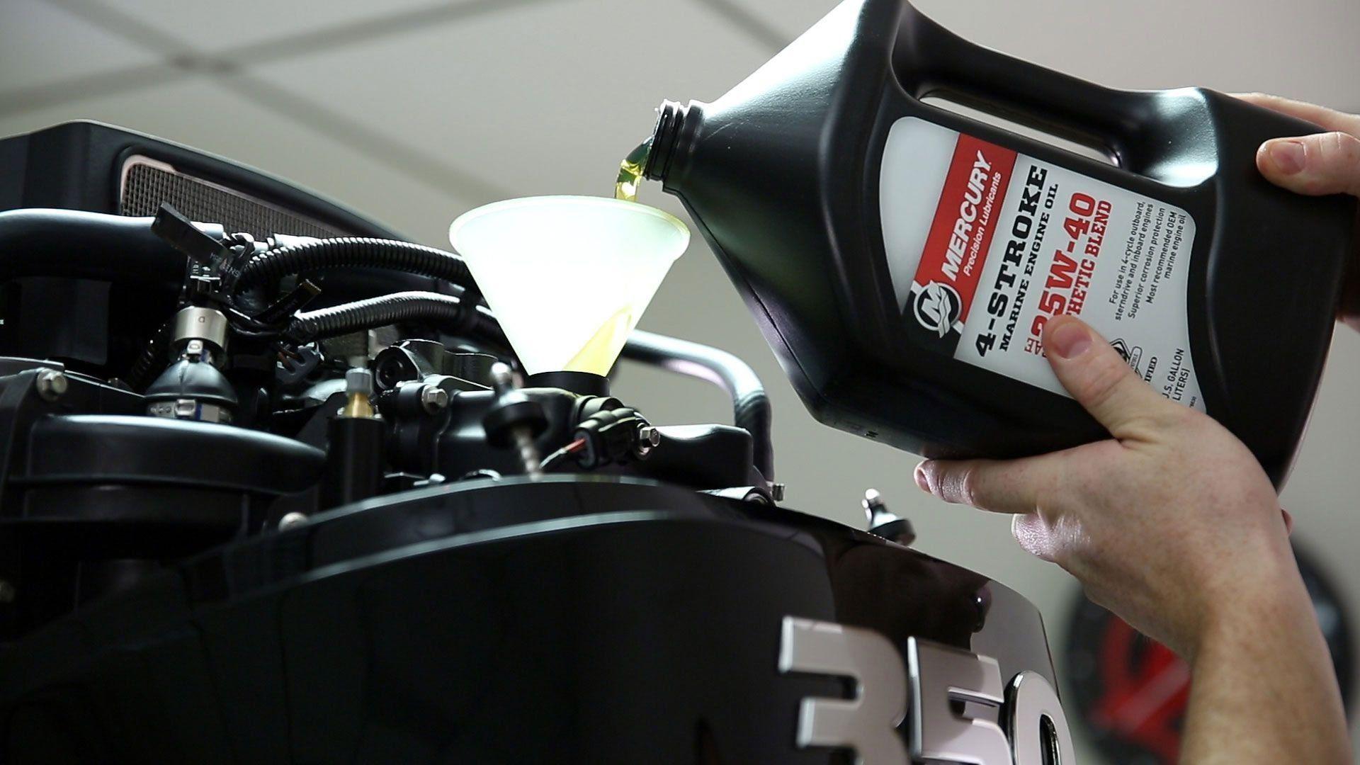 Лучшие масла для лодочных моторов в 2020 году