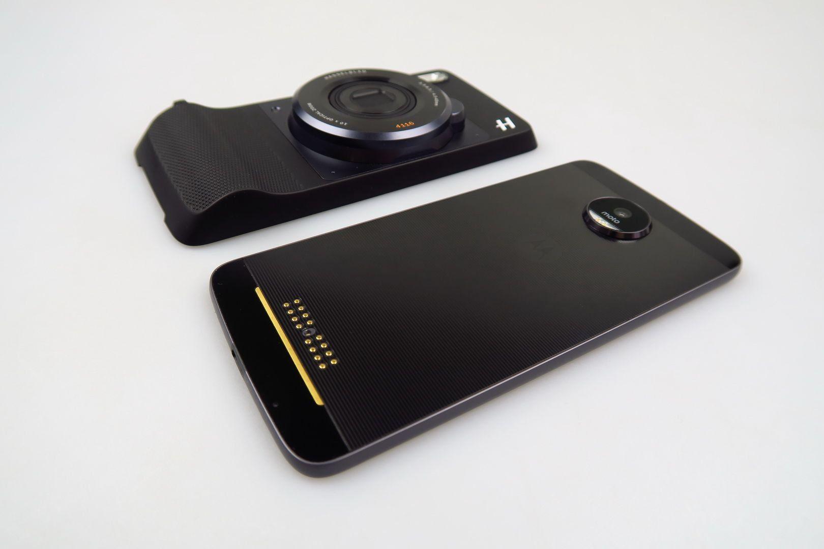 данном случае смартфоны моторола с фотоаппаратом допустим, перекресток сложный