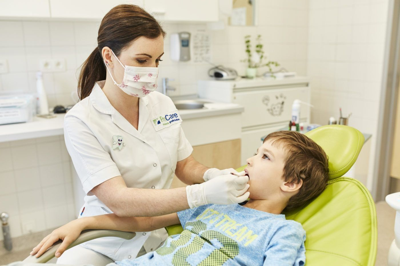Лучшие платные стоматологические клиники для детей в Омске в 2021 году