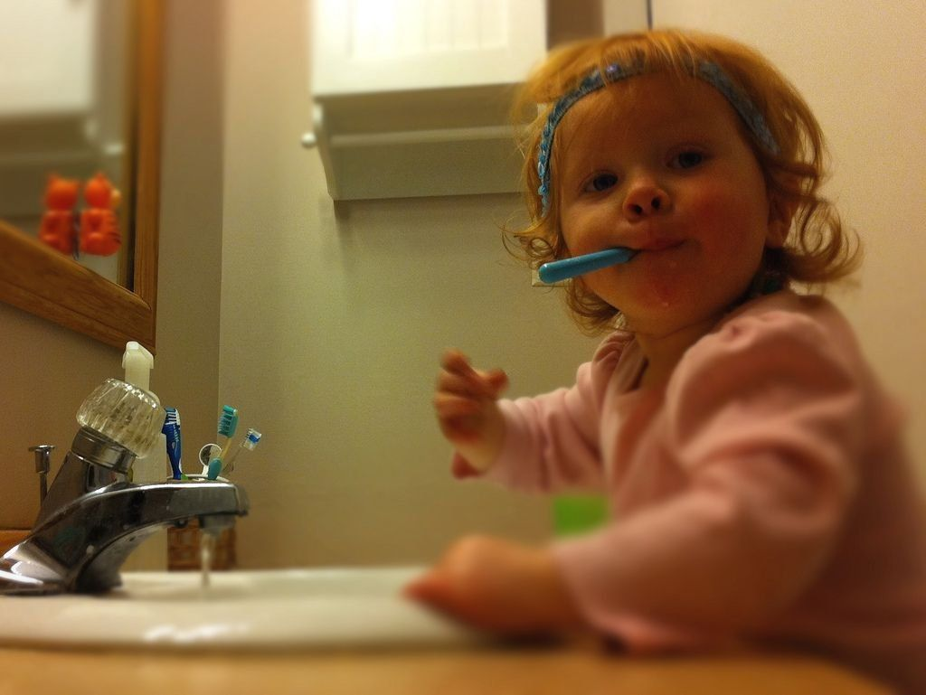 Лучшие электрические зубные щетки для детей в 2021 году