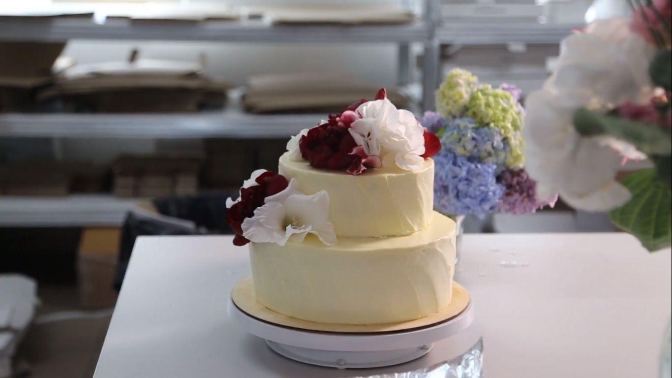 Торт с цветами на заказ cakenuage.ru