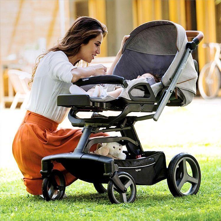 Детская коляска — первая машина малыша