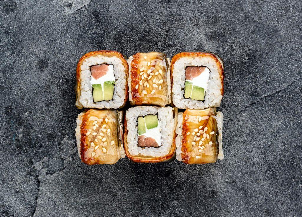 Как выбрать лучшую доставку суши и роллов в Москве