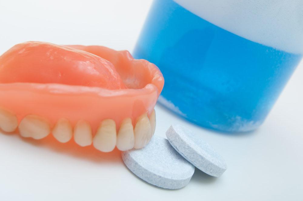 Рейтинг лучших таблеток для чистки зубных протезов на 2019 год