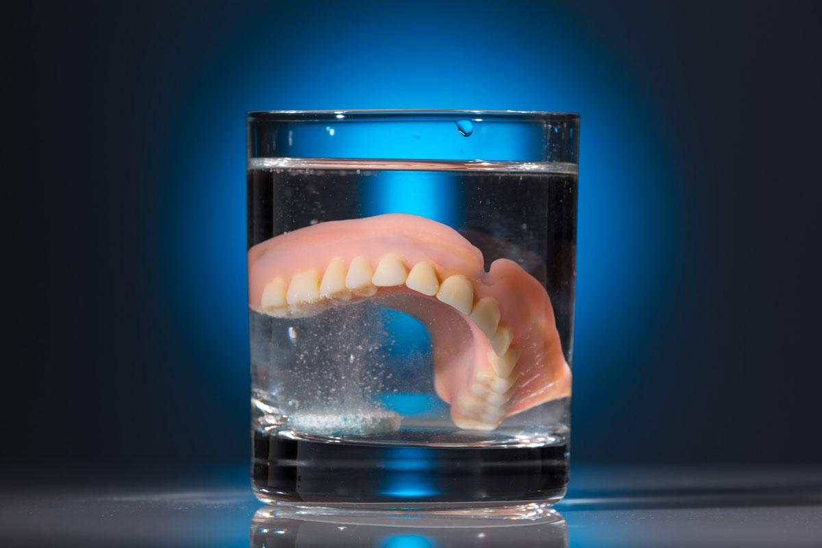 Рейтинг лучших таблеток для чистки зубных протезов на 2020 год