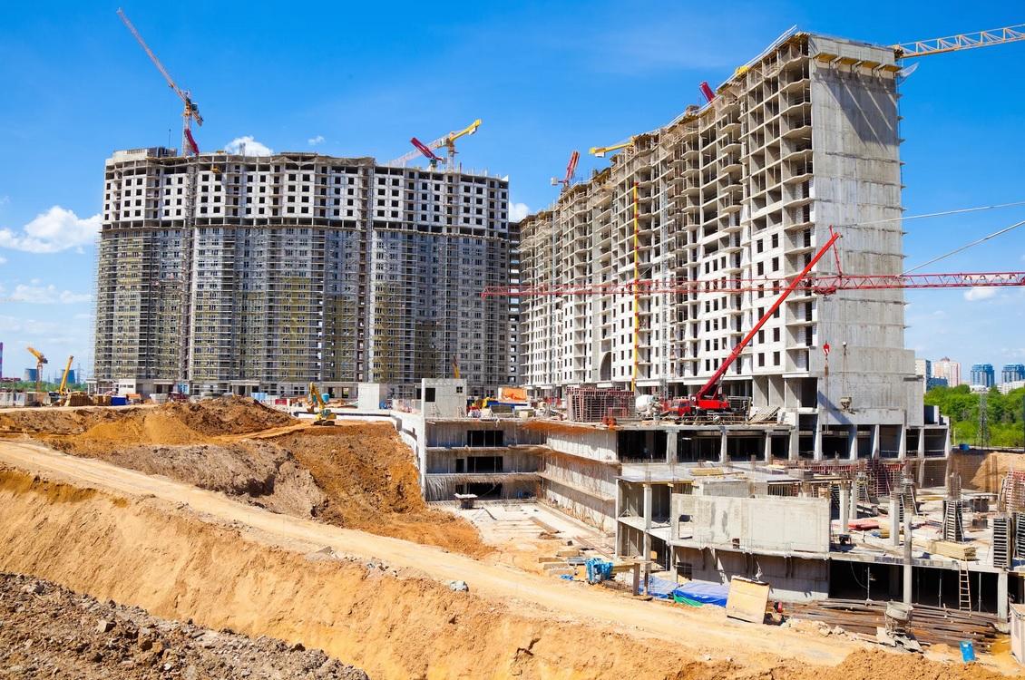 здесь ведется строительство высокого дома