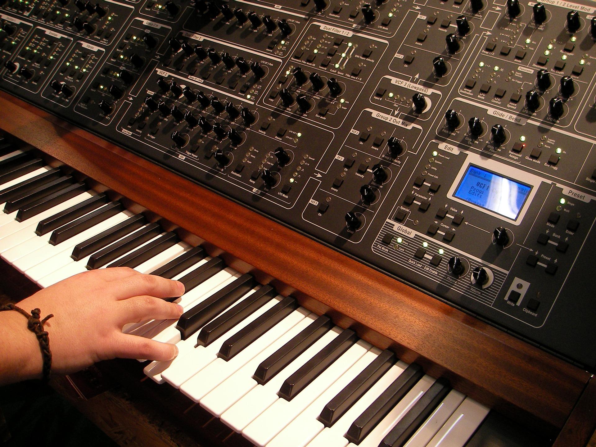 Рейтинг лучших производителей синтезаторов на 2021 год