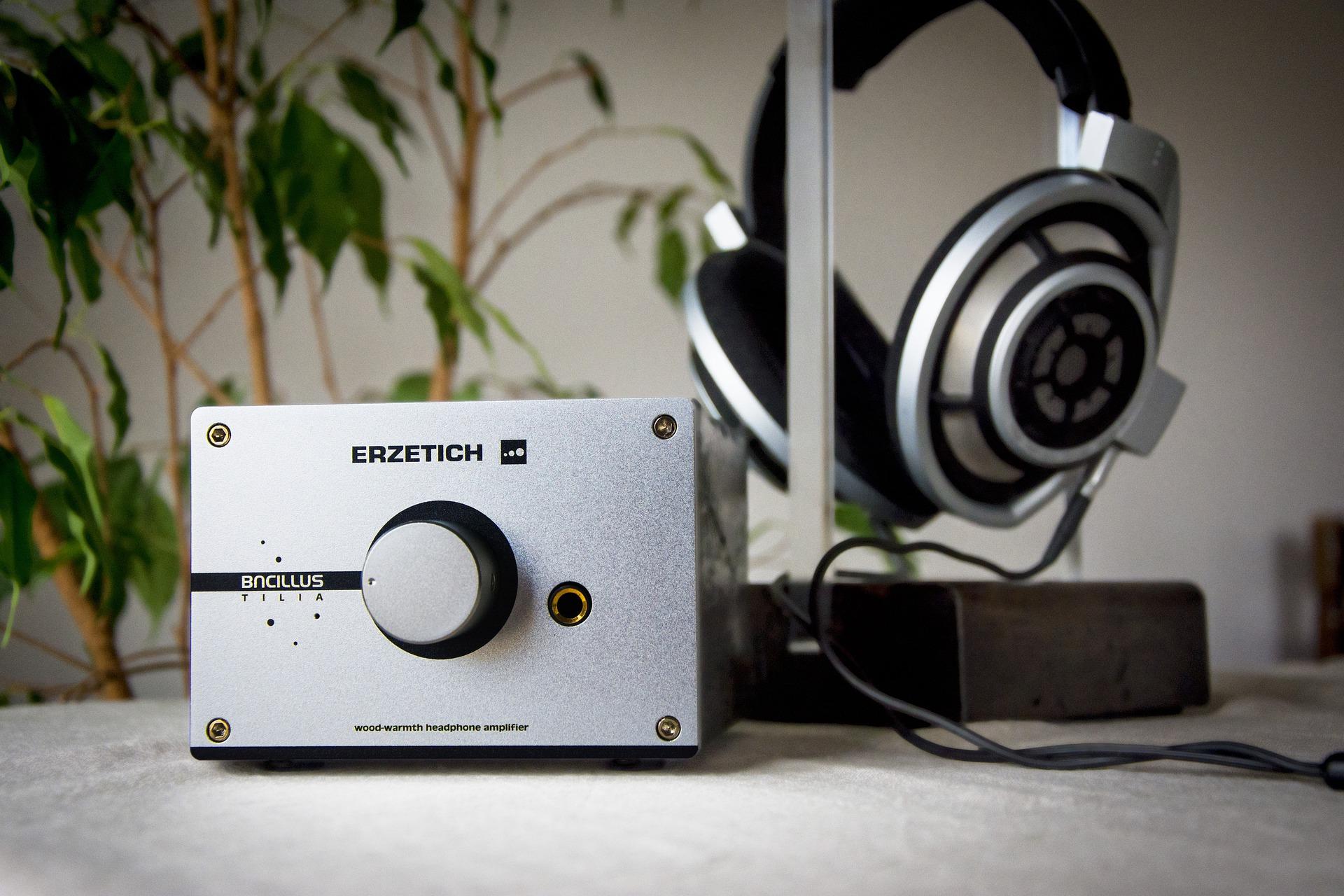 Рейтинг лучших усилителей звука для наушников в 2021 году