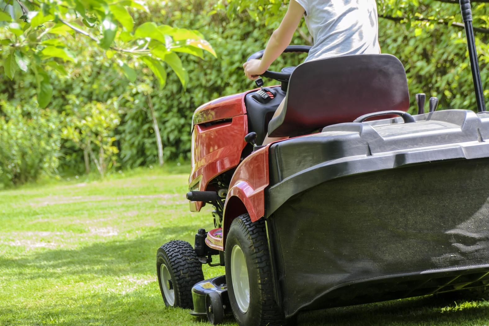 Рейтинг лучших садовых тракторов и райдеров на 2020 год