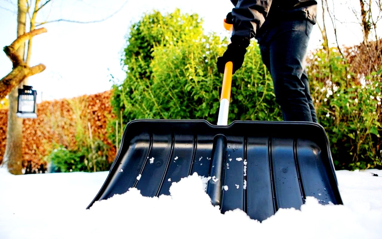 Рейтинг лучших лопат для уборки снега на 2021 год