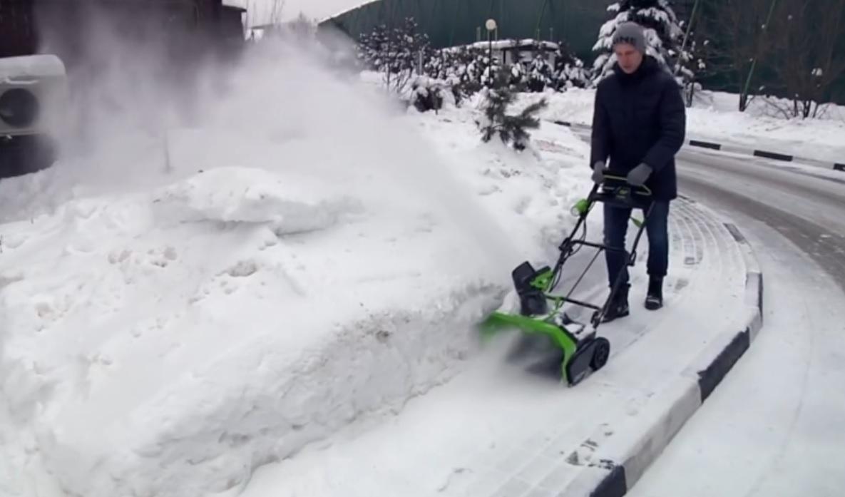 Рейтинг лучших аккумуляторных снегоуборщиков на 2021 год