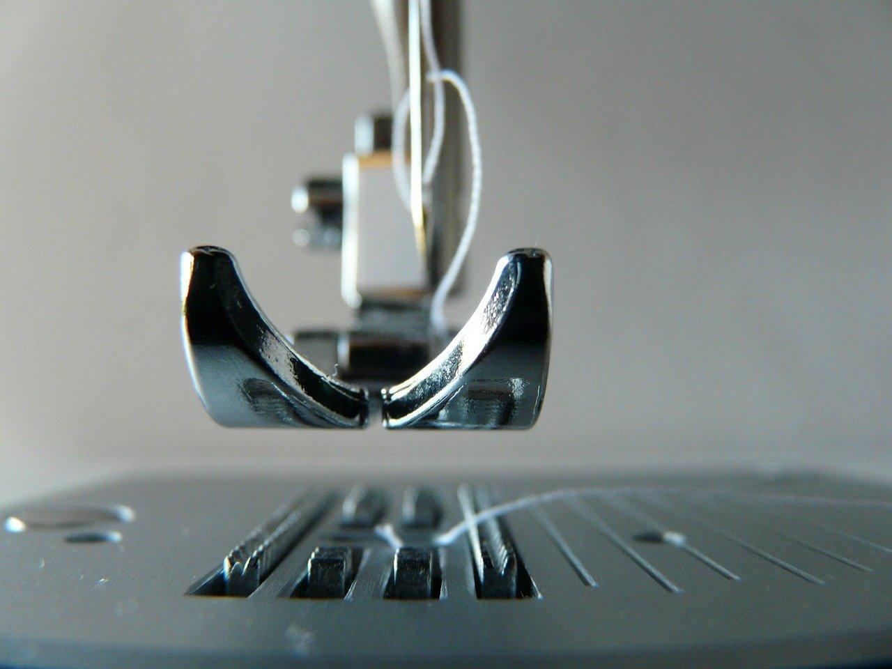 Рейтинг лучших портативных швейных машинок на 2021 год